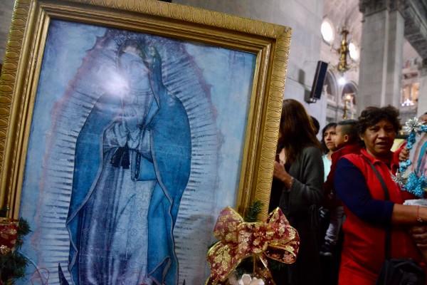 mujer_altar_virgen_guadalupe_altamira
