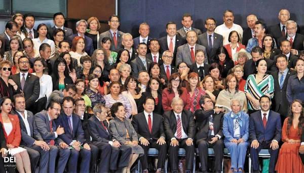 CÓNCLAVE. El Presidente se reunió con los legisladores de su partido. Foto: Especial.