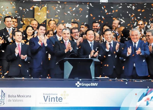 FELIZ. Directivos de Vinte y de la Bolsa Mexicana de Valores celebraron la colocación. Foto: Leslie Pérez