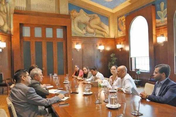 ACERCAMIENTO. Los padres de familia fueron recibidos en la oficina de Alcocer Varela. Foto: Especial