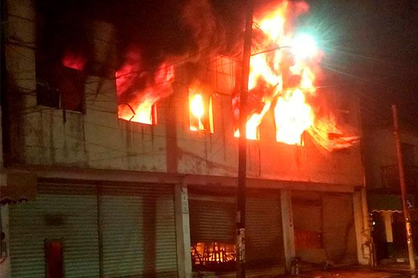 Incendia_bodega_zona_centro_Madero