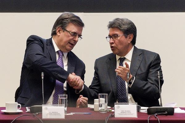Marcelo Ebrard, secretario de Relaciones Exteriores, acompañado de Ricardo Monreal, senador y coordinador de Morena, participó en las actividades de la III Reunión Plenaria del Grupo Parlamentario de Morena. Foto: Cuartoscuro