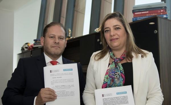 CONJUNCIÓN. Franco Carreño y Silvia Giorguli signaron un convenio de colaboración.  Foto: Daniel Ojeda