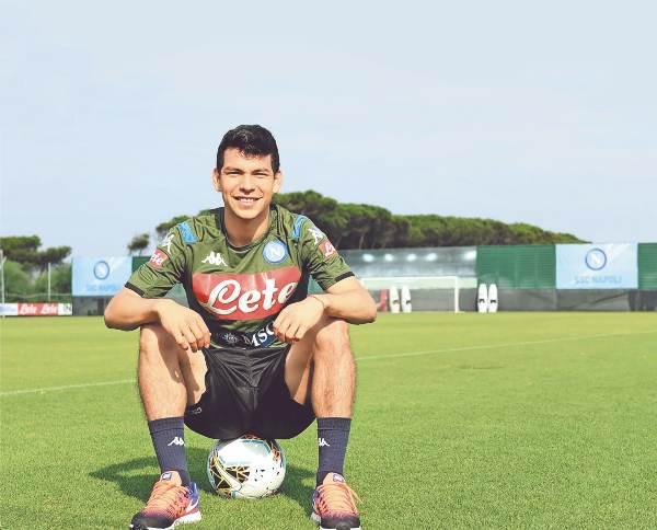 DIABÓLICO. El mexicano anhela continuar su estreno goleador. Foto: @SSCNAPOLI
