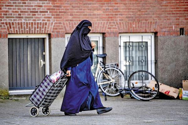 SEGURIDAD. Se estima que la ley afectará a entre 200 y 400 mujeres musulmanas en Holanda. Foto: EFE.