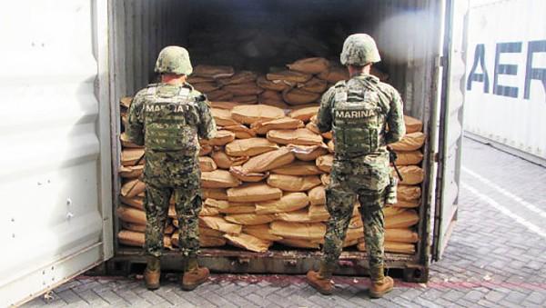 CARGAMENTO. Elementos de la Semar encontraron el fentanilo en el puerto de Lázaro Cárdenas. Foto: Especial