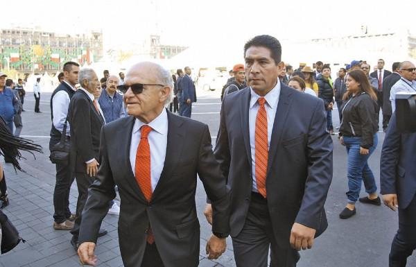 ASISTE AL INFORME. El empresario Alfredo Harp Helú llega a Palacio Nacional para presenciar el discurso del primer mandatario. Foto: Daniel Ojeda