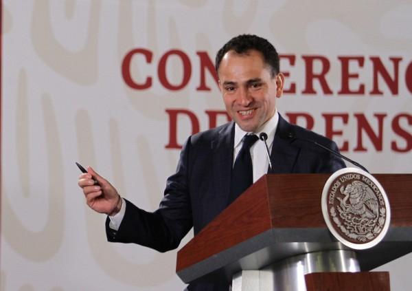 ARTURO HERRERA. El Secretario de Hacienda aseguró tener el compromiso de mantener una estricta disciplina fiscal y estabilidad macroeconómica del país. Foto: NOTIMEX