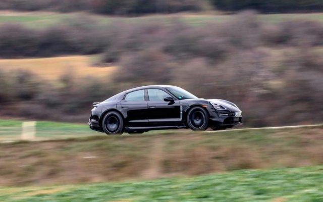 Porsche Taycan auto eléctrico que carga el 80% de batería en 15 minutos