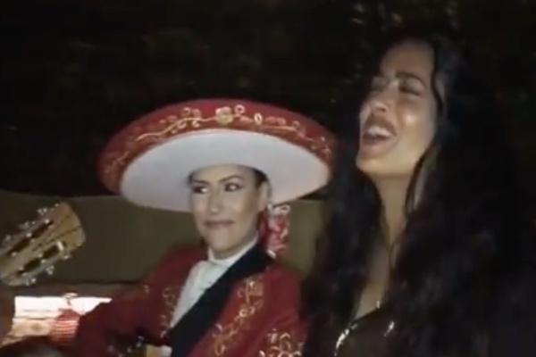 salma_hayek_cumpleaños_53_londres_mariachi