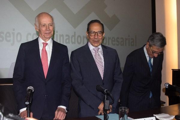 Luis Niño de Rivera, presidente de la Asociación de Bancos de México; Carlos Salazar Lomelín, presidente del Consejo Coordinador Empresarial (CCE), y Carlos Hurtado López, director general del CEESP. FOTO: MOISÉS PABLO /CUARTOSCURO.COM
