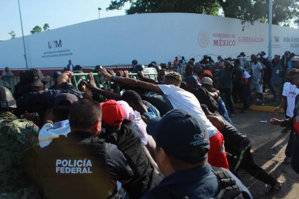 INM_migrantes_policias