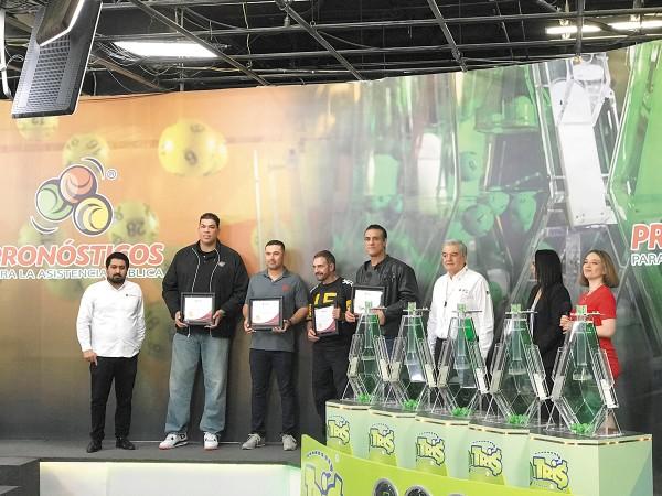 PRESENTACIÓN. Figuras deportivas fueron invitadas al lanzamiento de este nuevo juego. Foto: Katya López