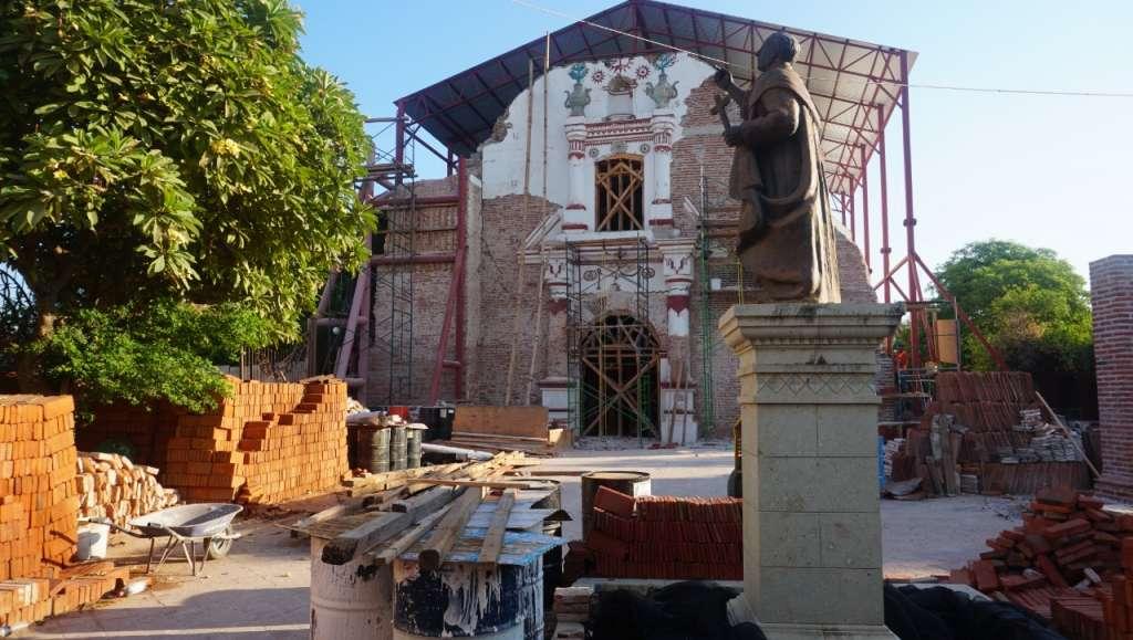 La iglesia de San Vicente Ferrer sigue en reparación. Foto: José Luis López