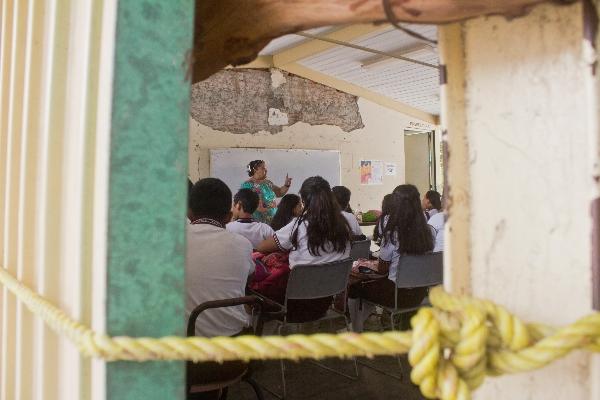 Al igual que el año pasado, los alumnos iniciaron el ciclo escolar en escuelas provisionales FOTO: F. REYNA LUCERO /CUARTOSCURO.COM