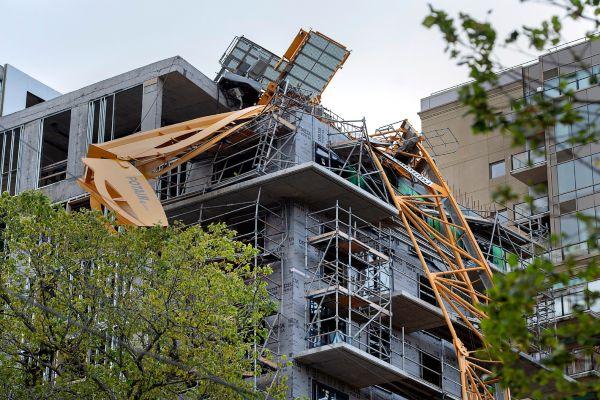 Varios edificios resultaron afectados en Canadá, ante el paso de Dorian, que ya se debilitó. Foto: AP
