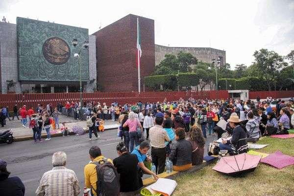 INSISTEN. La CNTE bloqueó San Lázaro. Foto: CUARTOSCURO