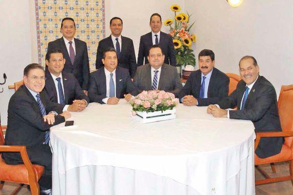 UNIDAD. Los gobernadores emanados del blanquiazul señalaron que hay recortes importantes. Foto: Especial.