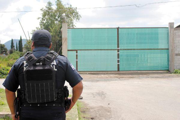 GUARDIA. El ejército y GN ya se retiraron de la zona y la bodega está hoy resguardada por la policía municipal y estatal. Foto: Enfoque.