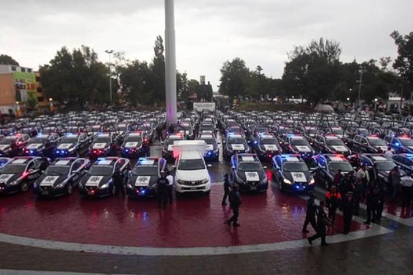 más de 200 nuevos vehículos de seguridad que estarán recorriendo todas las comunidades de Ecatepec. Foto: @FerVilchisMx