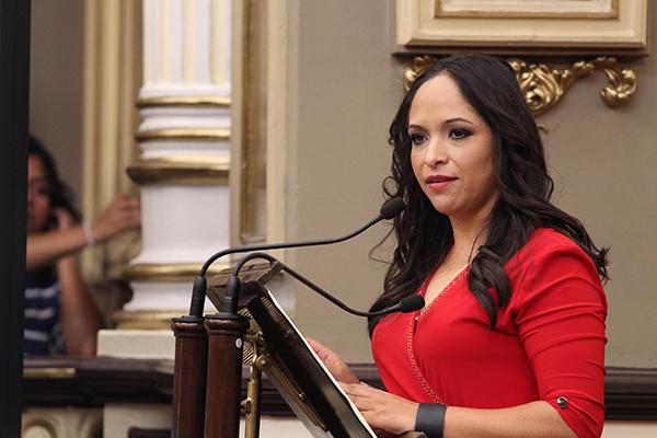 APOYO. Lizeth Sánchez dio a conocer la decisión. Foto: Especial.