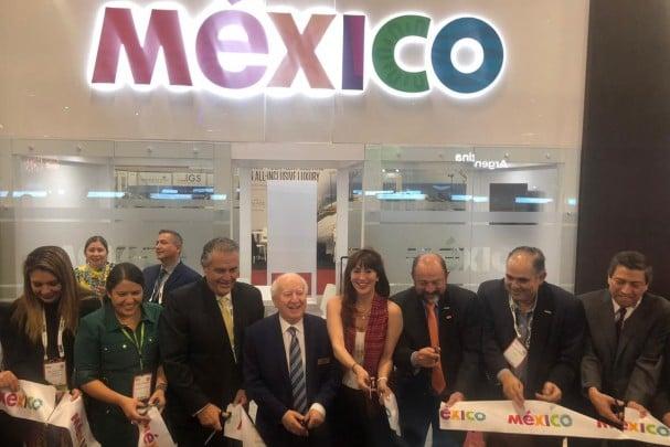 En el tradicional corte de listón participaron diferentes actores del Turismo de Negocios en México, como Ray Bloom, presidente de IMEX América; Paola Félix Díaz, directora general del Fondo Mixto de la CDMX entre otros. Foto: Especial