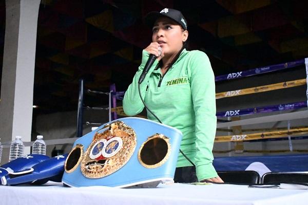 La ex campeona mundial minimosca Alondra Magnífica' García, ofreció una charla a los asistentes a la inauguración de este gimnasio. Foto: Especial