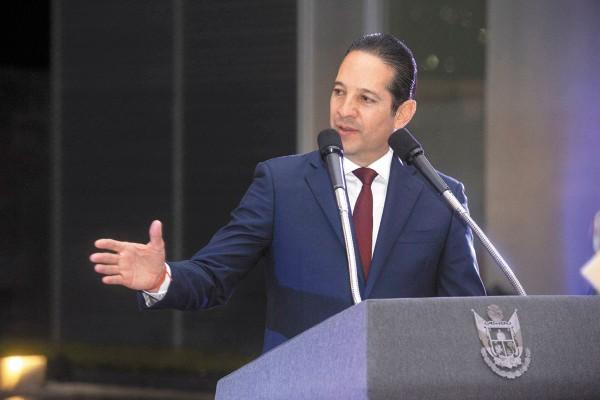 DISCUSIÓN. Francisco Domínguez adelantó que los gobernadores tendrán dos asambleas.