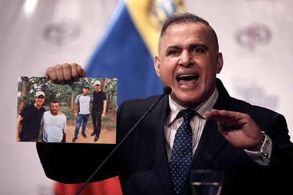 SHOW. El fiscal General, Tarek William Saab, mostró las imagenes que serían del 22 de febrero. Foto: AP