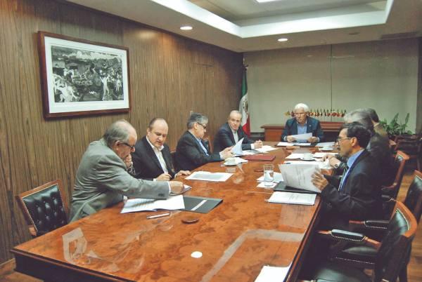 LOGRO. En la reunión se analizaron temas en beneficio de los agricultores de la Huasteca. Foto: Especial.