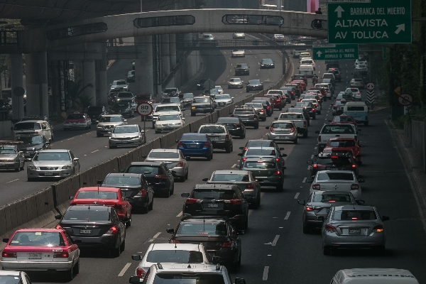 En la Ciudad de México tiene un problema grave de movilidad.  FOTO: ISAAC ESQUIVEL /CUARTOSCURO.COM