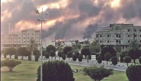 ATENTADO. Los rebeldes yemeníes lanzaron 10 drones, en un ataque coordinado contra instalaciones estratégicas. Foto: REUTERS