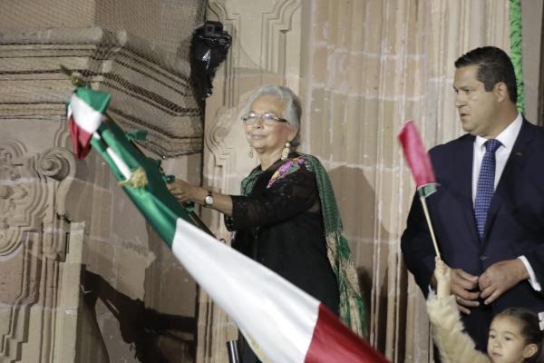 Olga Sánchez Cordero, secretaria de Gobernación, dio el grito de Independencia desde Dolores Hidalgo en Guanajuato.