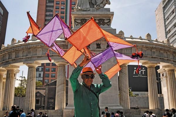 ARTESANÍAS. Ayer se recordó al artista a través de esta tradición oaxaqueña. Foto: Nayeli Cruz