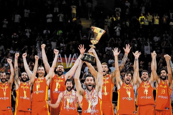 Marc Gasol se convirtió en el segundo jugador en obtener un título de la NBA y el oro de la Copa del Mundo de la FIBA en el mismo año. Foto: EFE