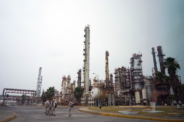 Pemex genera alrededor de un millón de barriles al día Foto:CUARTOSCURO.COM