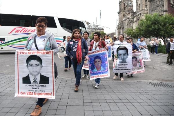 Ayotzinapa_familias