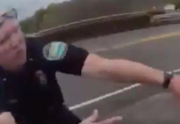 Policía salva a joven antes tirarse vacío VIDEO