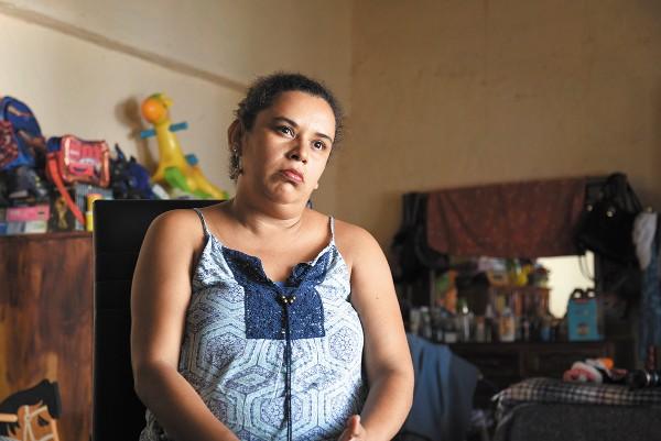 Aurora Hernández vive ahora en una bodega con su familia, en Jojutla, Morelos. Foto: Daniel Ojeda