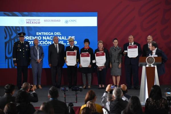 entrega del Premio Nacional de Protección Civil desde Palacio Nacional. Foto: Daniel Ojeda