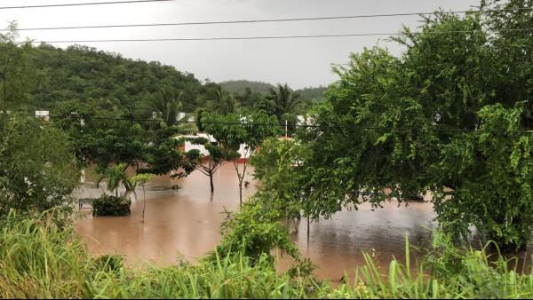 Los ríos Cuixmala en Chamela y el río marabasco en Cihuatlán, se desbordaron en Jalisco. Foto: Especial
