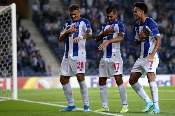 Jesús Tecatito Corona puso el pase para el segundo gol del Porto. Foto: AP