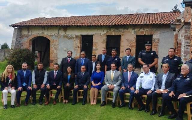 A la reunión asistieron también autoridades estatales y federales, así como alcaldes de los municipios participantes.  Foto: Cortesía