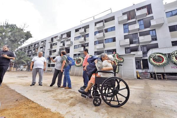 EVOCACIÓN. En medio de trabajos de reconstrucción se realizó una misa a las víctimas. Foto: Pablo Salazar.