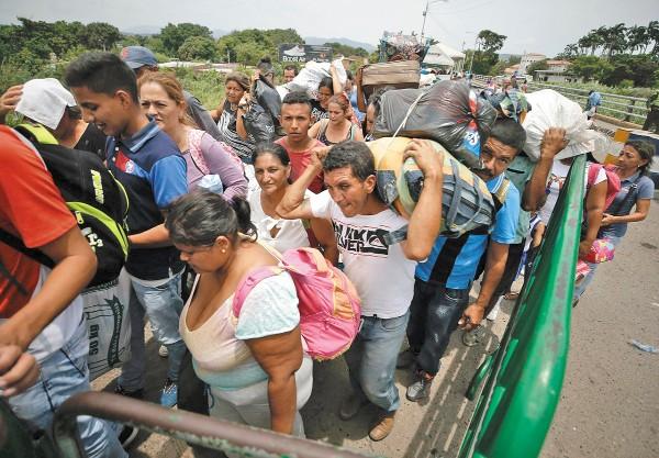 COOPERACIÓN. Colombia busca apoyo para crear plazas laborales para los migrantes. Foto: AP
