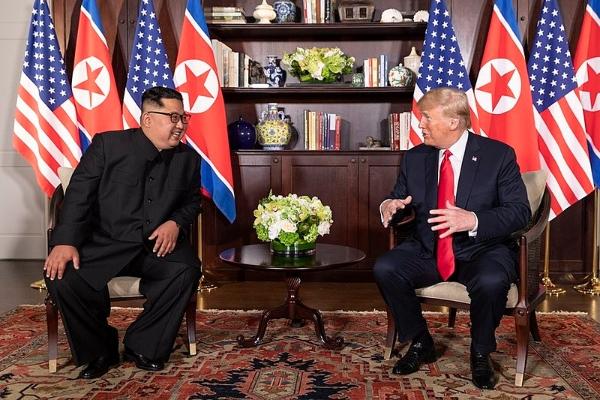 La histórica cumbre entre los líderes de Corea del Norte, Kim Jong-un, y de los Estados Unidos, Donald Trump, es una antecedente para las conversaciones con el vecino del sur Foto: Especial