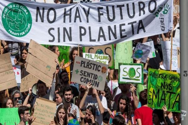 jovenes_huelga_marcha_medio_ambiete_cambio_climatico