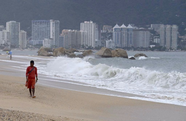 Lorena ganó fuerza en las últimas horas y se convirtió de nuevo en huracán de categoría 1. FOTO: AFP