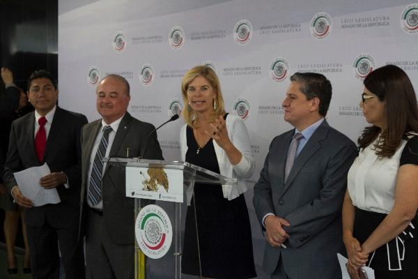 Marcela Torres Peimbert acusa de conflictos de interés a la presidenta de la Comisión de Educación.  FOTO: MOISÉS PABLO /CUARTOSCURO.COM