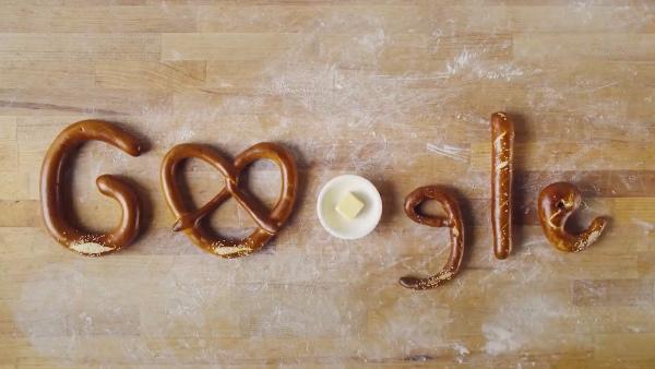 El pretzel del doodle de este sábado fue hecho a mano y horneado por Jamie Orlich, un panadero de Berkeley, California. FOTO: Especial